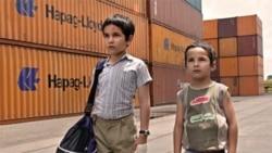 فیلم«ابل» نخستین تجربه کارگردانی دیه گو لونا بازیگر مکزیکی تبار به بررسی زندگی بچه های کوچک و پدران غایب می پردازد