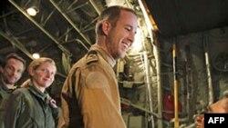 Ba binh sĩ Thủy quân Lục Chiến Hà Lan đã được thả và đáp máy bay sang Hy Lạp
