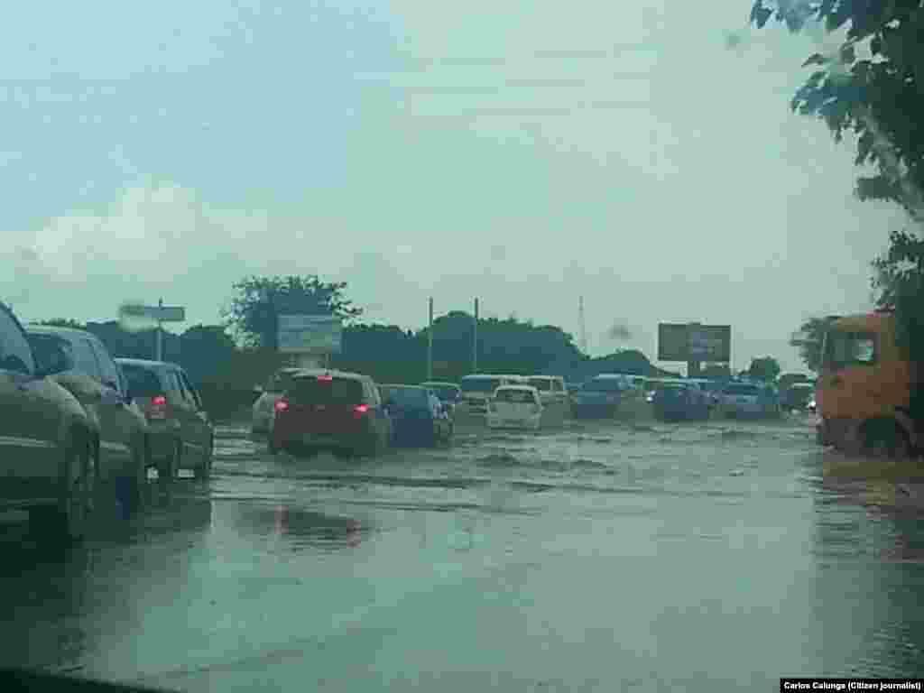 Chuvas em Talatona. Luanda, Angola
