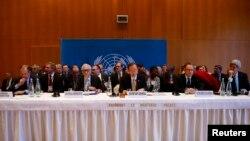 Sekjen PBB Ban Ki-moon (tengah) saat membuka konferensi perdamaian Suriah di Montreux, Swiss hari Rabu (22/1).