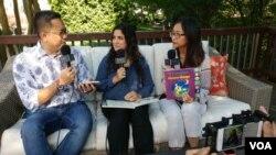 Hena Khan, penulis buku anak-anak 'It's Ramadan, Curious George' bersama tim VOA Vina Mubtadi dan Ian Umar.