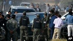 نواز شریف کی گاڑی عدالت میں داخل ہورہی ہے۔