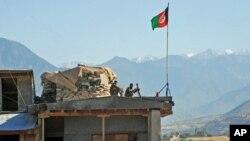 د دانګام په ولسوالۍ کې ځايي خلک وايي که پوځ د طالبانو سره د جګړې لپاره ونه رسیږي، طالبان به ډېر خلک ووژني او کورونه به وسوځوي.