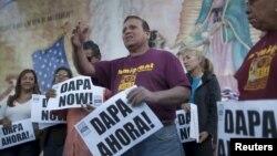 Архивное фото: демонстрация сторонников закона «Отложенное действие для родителей американцев и законных постоянных жителей»