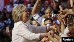 La candidate démocrate à la présidentielle Hillary Clinton remercie ses militants à Brooklyn, New York, le 7 juin 2016.