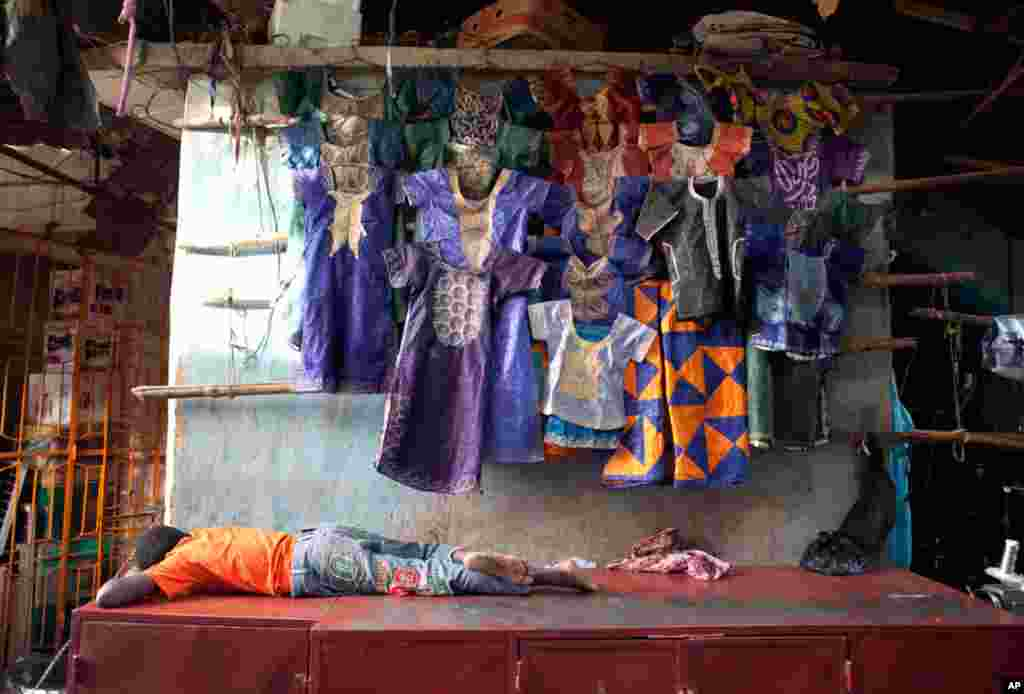 Les habitants de Bamako se limitent aux achats essentiels selon les commerçants du Grand Marché