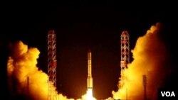 El cohete con tres satélites de navegación se desvió de su curso y se estrelló en el Océano Pacífico.