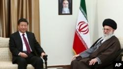 中国国家主席习近平(左)与伊朗最高领袖哈梅内伊