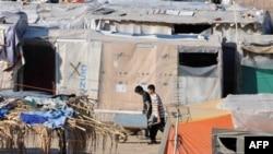 Стихийный палаточный лагерь нелегальных иммигрантов в греческом портовом городе Патрас. 2009 г.