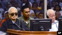 In this photo released by the Extraordinary Chambers in the Courts of Cambodia, the two most senior surviving members of the Khmer Rouge regime Nuon Chea, left, and Khieu Samphan listen to the verdict which upheld their life sentences in Cambodia's top court, Phnom Penh, Cambodia, Nov. 23, 2016. (Nhet Sok Heng/Extraordinary Chambers in the Courts of Cambodia via AP)