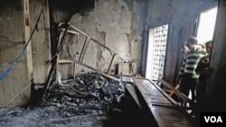 Kerusakan di dalam sebuah gedung pengadilan di Sidi Bouzid, Jumat (28/10).