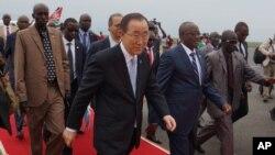 UN Secretary-General Ban Ki-moon, center, walks surrounded by Burundian Security personnel as he arrives in Bujumbura, Burundi, Monday, Feb.22, 2016.