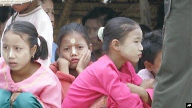 ရှမ်းကလေးငယ်တချို့။ (မေလ ၂၁ ရက်၊ ၂၀၀၅)။