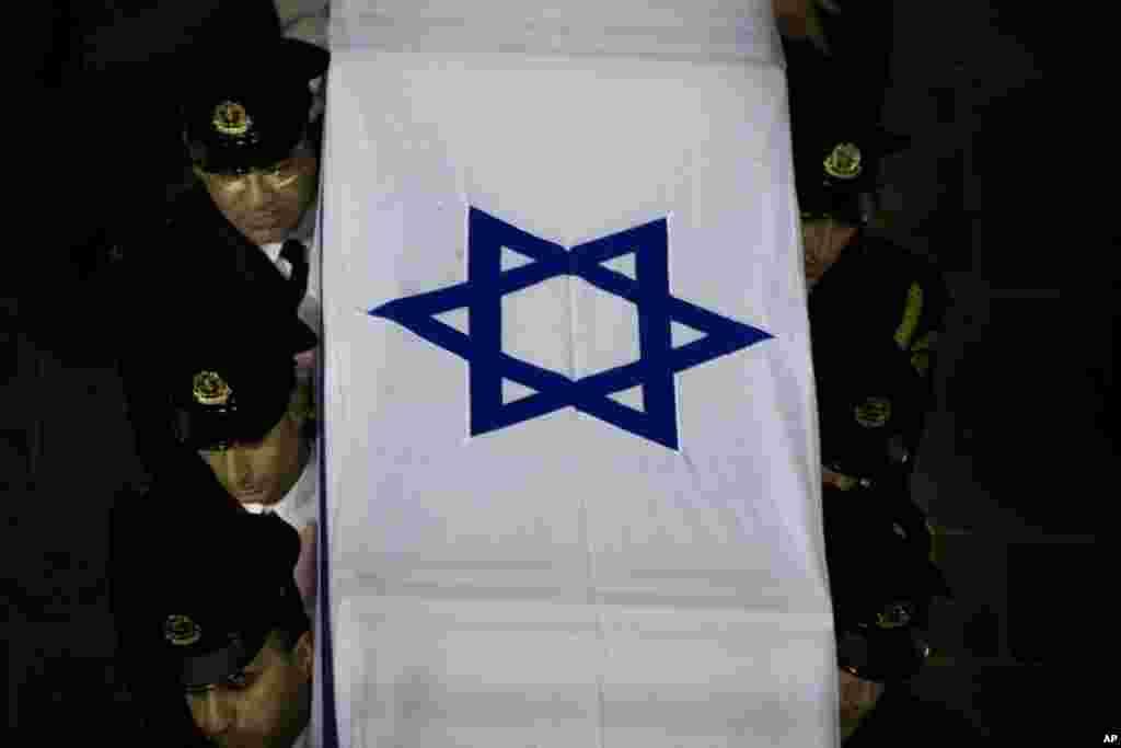 Гроб с телом Ариэля Шарона