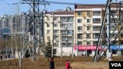 北京郊區的在建居民樓。不少中國官員擁有多處房產