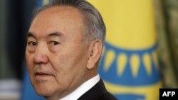 Nazarboyev prezidentlik vakolatlarining bir qismidan voz kechmoqchi