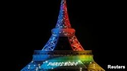 La tour Eiffel illuminée pour le lancement de la campagne internationale de Paris pour les JO 2024, à Paris, le 3 février 2017.