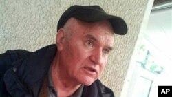 波斯尼亞塞族戰爭罪嫌疑人姆拉迪奇正在等候自己上訴避免因種族屠殺罪被轉送海牙國際法庭