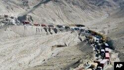 برآمدی تیل کی ترسیل پر ایرانی سختی کے خلاف افغانوں کا احتجاج