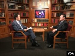 FILE - A senior North Korean defector Ri Jong Ho, who worked for the North Korean government for about 30 years, speaks with VOA Korean Service's Baik Sungwon.