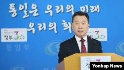 정준희 한국 통일부 대변인이 9일 서울 세종로 정부서울청사에서 정례브리핑하고 있다.