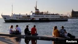 LA Times: 'İstanbul'da Gençlerin Sığınağı Kadıköy'