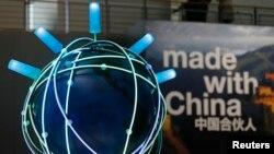 Khẩu hiệu quảng bá hàng Trung Quốc ở hội chợ thương mại CeBit ở Hanover, Đức, tháng 3/2015. Trung Quốc, với mục tiêu trở thành quán quân thương mại tự do toàn cầu, dự kiến sẽ thúc đẩy cho hiệp định đối tác kinh tế toàn diện khu vực (RCEP) tại các cuộc họp của APEC cuối tuần này tại Hà Nội.