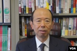 日本亞細亞大學亞洲研究所教授游川和郎相信中國遊客大幅增長就會有「後遺症」 (美國之音歌籃拍攝)