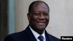 Le président français François Hollande accueille le président ivoirien Alassane Ouattara à l'Élysée, Paris, France, le 22 novembre 2016.
