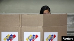 Cử tri Venezuela đi bỏ phiếu ở Caracas, ngày 6/12/2015.