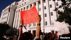 Una medida similiar en Alabama, donde una reciente ley contra el aborto es vista como una de las más restrictivas en todo Estados Unidos, desató el rechazo de activistas a favor de esta práctica.