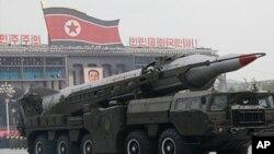 북한이 군사페러이드에서 공개한 중거리 탄도미사일 「무수단」