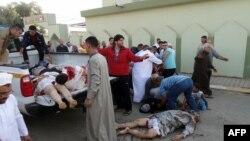 Thi hài nạn nhân trong một vụ nổ bom ở Iraq