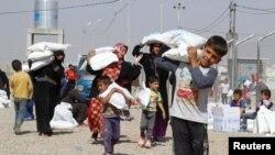 مردم از موصل فرار می کنند. پیش بینی می شود صد هزار نفر به ترکیه فرار کنند.