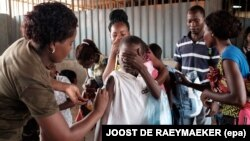 Campanha de vacinação contra a febre amarela no mercado do Quilómetro 30, em Luanda. Fevereiro de 2016
