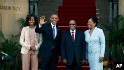 Les présients Obama et Zuma et leurs épouses à Pretoria