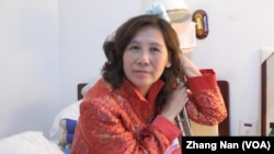 Bà Nghê Ngọc Lan đã từng bị cầm tù hồi năm 2002 và 2008 vì tội cản trở người thi hành công vụ và phá hoại tài sản công cộng sau khi chống lại việc chính quyền lấy ngôi nhà của bà ở Bắc Kinh