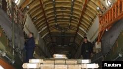 طیارۀ روسی مملو از مهمات در میدان هوایی کابل