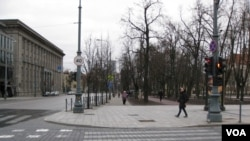 立陶宛首都维尔纽斯市中心的格蒂米纳斯大街,这里当年曾挤满示威抗议人群。(美国之音白桦)