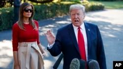 El presidente Donald Trump habló con periodistas el martes, 10 de julio de 2018, antes de abordar el helicóptero presidencial Marine One junto con la primera Dama Melania Trump, en la Casa Blanca, en camino a Bélgica, para una Cumbre de la OTAN.