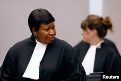 FILE - International Criminal Court Prosecutor Fatou Bensouda (L) is seen at the trial of Congolese warlord Bosco Ntaganda at the ICC in the Hague, the Netherlands, Aug. 28, 2018.