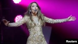 Jennifer Lopez performs at the Muhammad Ali Celebrity Fight Night Awards