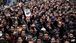 Eronliklar AQSh hujumida o'ldirilgan general Qosim Sulaymoniyni xotirlamoqda, Tehron, Eron, 2020-yil, 4-yanvar.