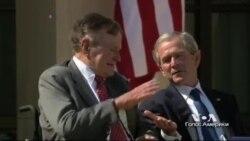 Венок от семьи Буш к мемориалу Второй мировой