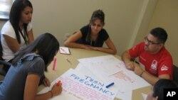 Para remaja AS di Albuquerque, New Mexico melakukan kampanye untuk mencegah kehamilan di kalangan remaja (foto: ilustrasi).