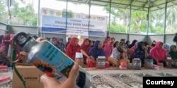 Lokakarya daur ulang plastik kepada kaum perempuan di Huntara ex tsunami di Donggala. (Courtesy)