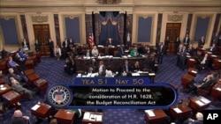 2017年7月25日,副总统彭斯在参议院在健保体系改革的投票中投下最后一票,成功通过对废除奥巴马医保法的辩论。