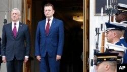 Министр обороны США Джеймс Мэтис и министр обороны Польши Мариуш Блащак (архивное фото)