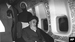 """آیت الله خمینی درباره احساس خود از رسیدن به ایران می گوید """"هیچی. هیچ احساسی ندارم"""""""
