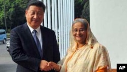 Bangladesh PM Sheikh Hasina, right, shakes hands with Chinese President Xi Jinping in Dhaka, Bangladesh,Oct. 14, 2016